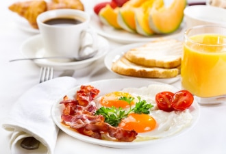 Cocos breakfast plate of eggs and bacon